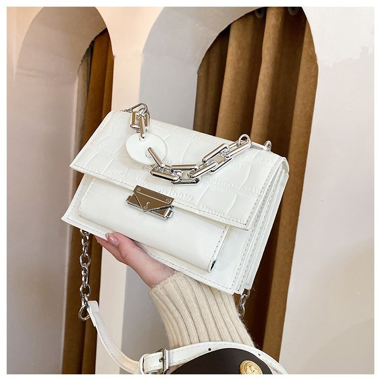 JTF7650 IDR.70.000 MATERIAL PU SIZE L20XH14XW8CM WEIGHT 500GR COLOR BEIGE