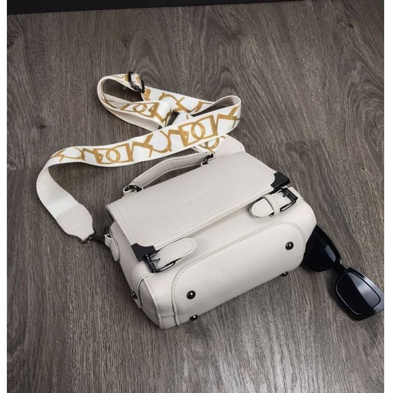 JTF77805 IDR.158.000 MATERIAL PU L22XH16XW12CM WEIGHT 500GR COLOR BEIGE