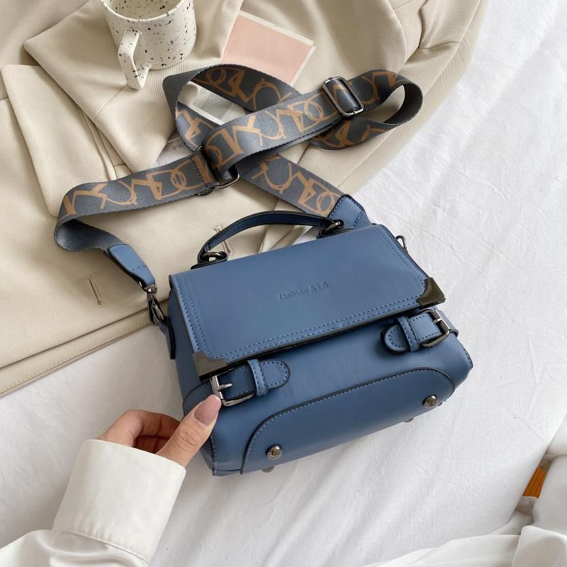 JTF77805 IDR.158.000 MATERIAL PU L22XH16XW12CM WEIGHT 500GR COLOR BLUE