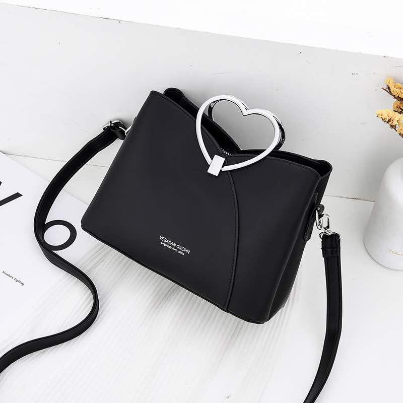 JTF8071 IDR.94.000 MATERIAL PU SIZE L23XH18XW11CM WEIGHT 600GR COLOR BLACK