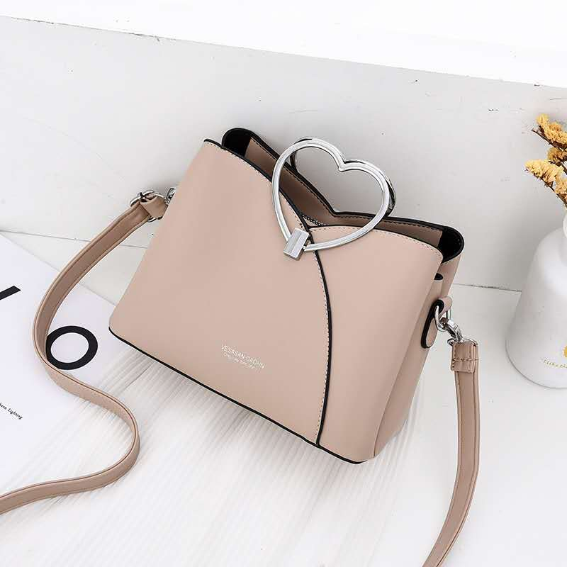 JTF8071 IDR.94.000 MATERIAL PU SIZE L23XH18XW11CM WEIGHT 600GR COLOR KHAKI