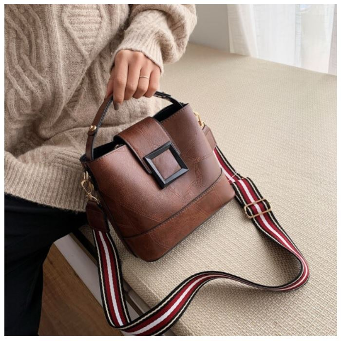 JTF8081 IDR.75.000 MATERIAL PU SIZE L21XH18.5XW11.5CM WEIGHT 550GR COLOR BROWN