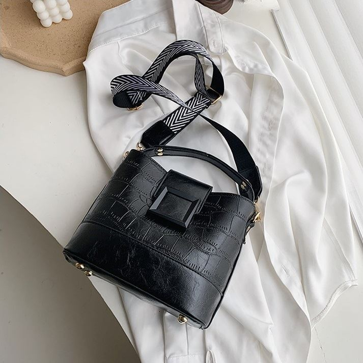 JTF8089 IDR.75.000 MATERIAL PU SIZE L21XH20XW11CM WEIGHT 600GR COLOR BLACK