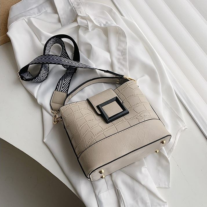 JTF8089 IDR.78.000 MATERIAL PU SIZE L21XH20XW11CM WEIGHT 600GR COLOR BEIGE