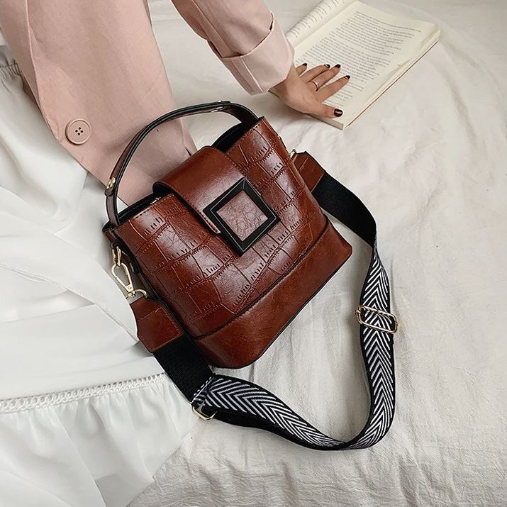 JTF8089 IDR.78.000 MATERIAL PU SIZE L21XH20XW11CM WEIGHT 600GR COLOR BROWN