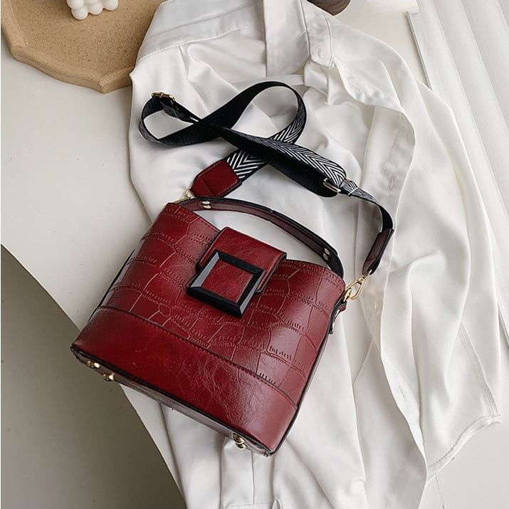 JTF8089 IDR.78.000 MATERIAL PU SIZE L21XH20XW11CM WEIGHT 600GR COLOR RED
