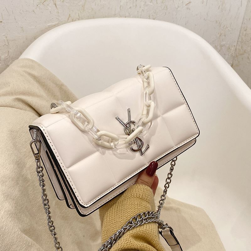 JTF8132 IDR.65.000 MATERIAL PU SIZE L23XH14XW7CM WEIGHT 550GR COLOR BEIGE