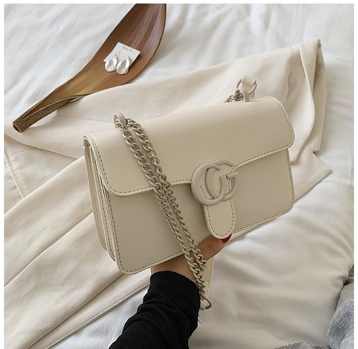 JTF8133 IDR.65.000 MATERIAL PU SIZE L23XH15XW6CM WEIGHT 500GR COLOR BEIGE