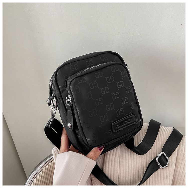 JTF81331 IDR.44.000 MATERIAL NYLON SIZE L16XH20XW6CM WEIGHT 150GR COLOR BLACK