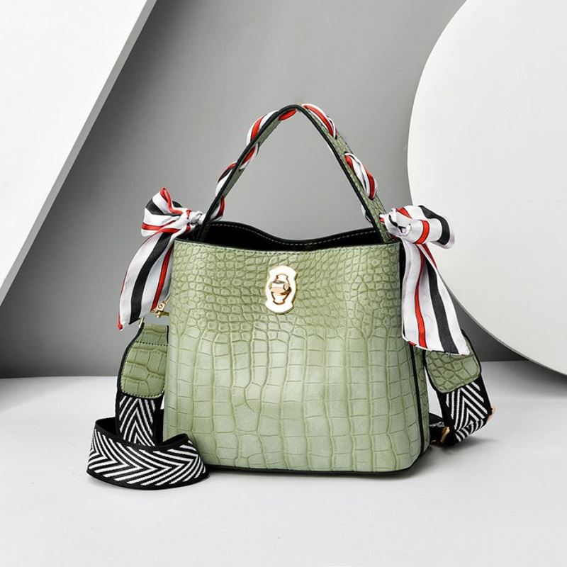 JTF8151 IDR.69.000 MATERIAL PU SIZE L20XH21XW10CM WEIGHT 700GR COLOR GREEN