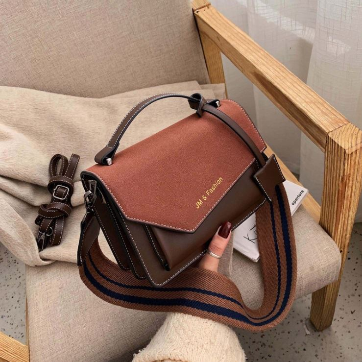 JTF88050B IDR.78.000 MATERIAL PU SIZE L21.5XH15XW8CM WEIGHT 630GR COLOR COFFEE