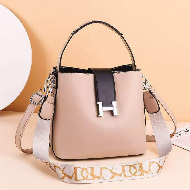 JTF88071A IDR.96.000 MATERIAL PU SIZE L23XH20XW12.5CM WEIGHT 650GR COLOR KHAKI
