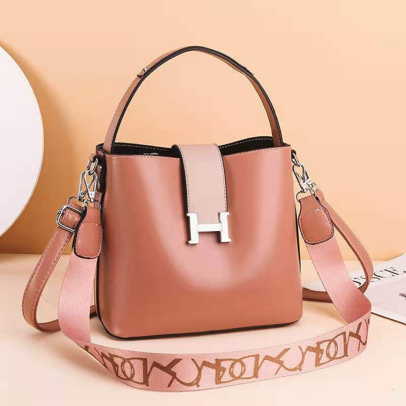 JTF88071A IDR.96.000 MATERIAL PU SIZE L23XH20XW12.5CM WEIGHT 650GR COLOR PINK