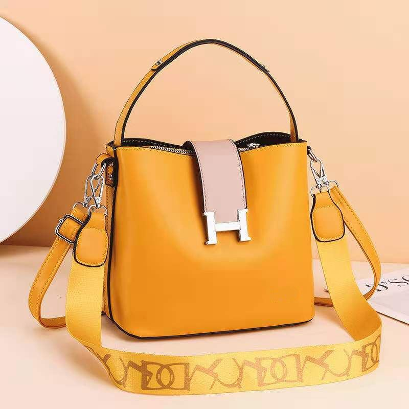 JTF88071A IDR.96.000 MATERIAL PU SIZE L23XH20XW12.5CM WEIGHT 650GR COLOR YELLOW