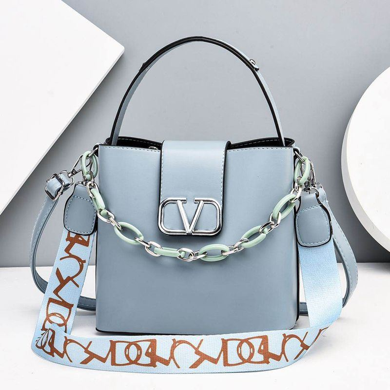 JTF88101 IDR.85.000 MATERIAL PU SIZE L23XH21XW12CM WEIGHT 600GR COLOR BLUE
