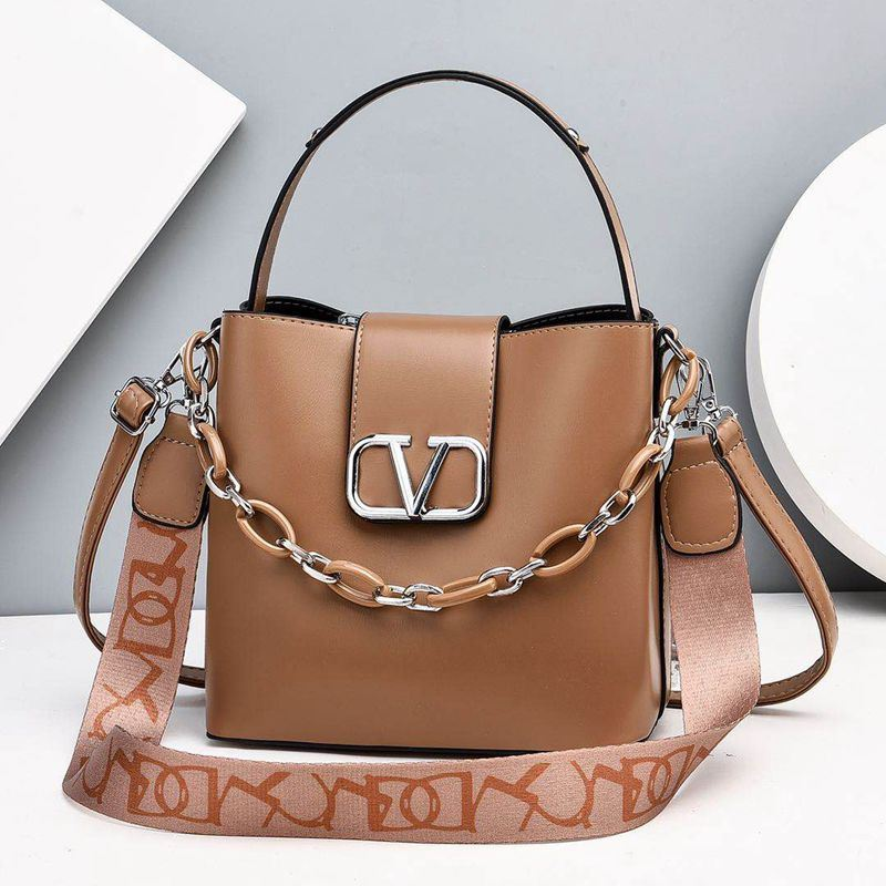 JTF88101 IDR.85.000 MATERIAL PU SIZE L23XH21XW12CM WEIGHT 600GR COLOR KHAKI