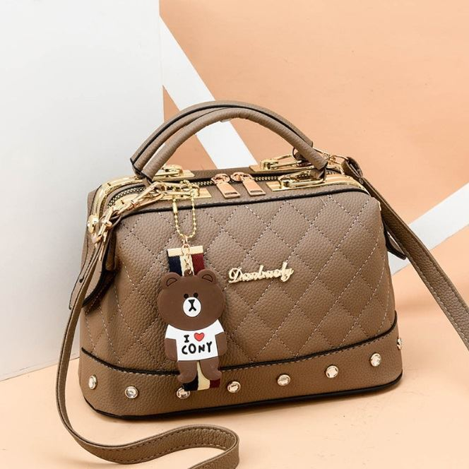 JTF98723 IDR.90.000 MATERIAL PU SIZE L24.5XH17XW13CM WEIGHT 650GR COLOR KHAKI