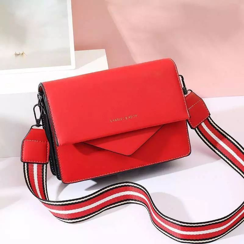 JTF9885 IDR.79.000 MATERIAL PU SIZE L22XH15XW6CM WEIGHT 650GR COLOR RED