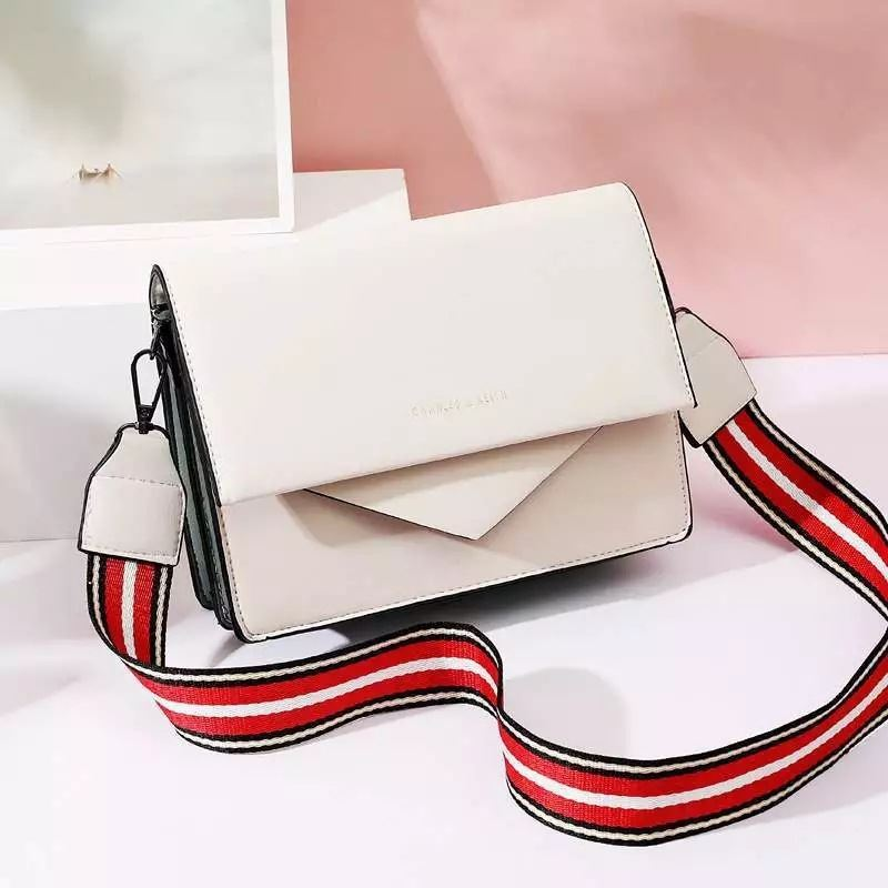 JTF9885 IDR.79.000 MATERIAL PU SIZE L22XH15XW6CM WEIGHT 650GR COLOR WHITE