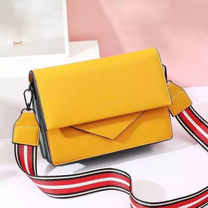 JTF9885 IDR.79.000 MATERIAL PU SIZE L22XH15XW6CM WEIGHT 650GR COLOR YELLOW
