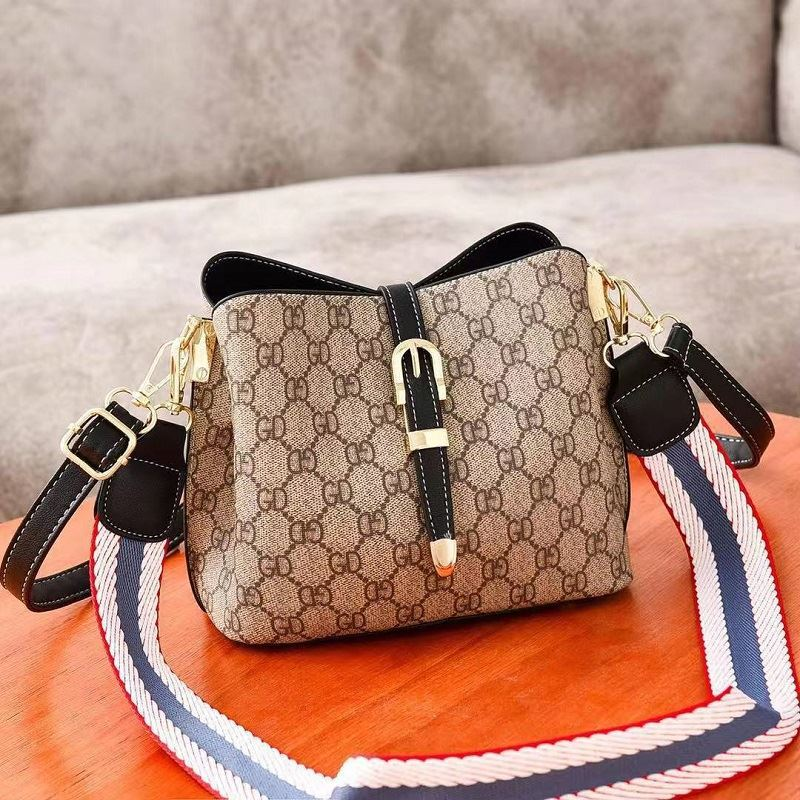 JTF9895 IDR.80.000 MATERIAL PU SIZE L22.5XH18XW12CM WEIGHT 600GR COLOR BLACK