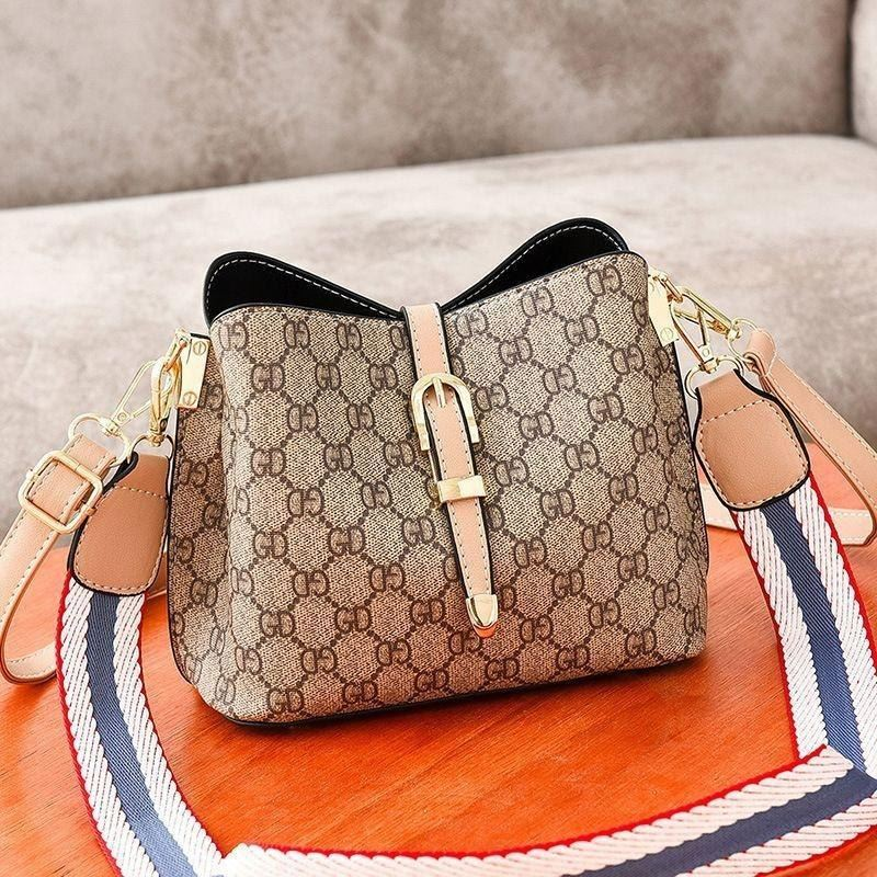 JTF9895 IDR.80.000 MATERIAL PU SIZE L22.5XH18XW12CM WEIGHT 600GR COLOR PINK