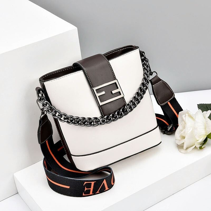 JTF9963 IDR.70.000  MATERIAL PU SIZE L20XH19XW11CM WEIGHT 500GR  COLOR WHITE