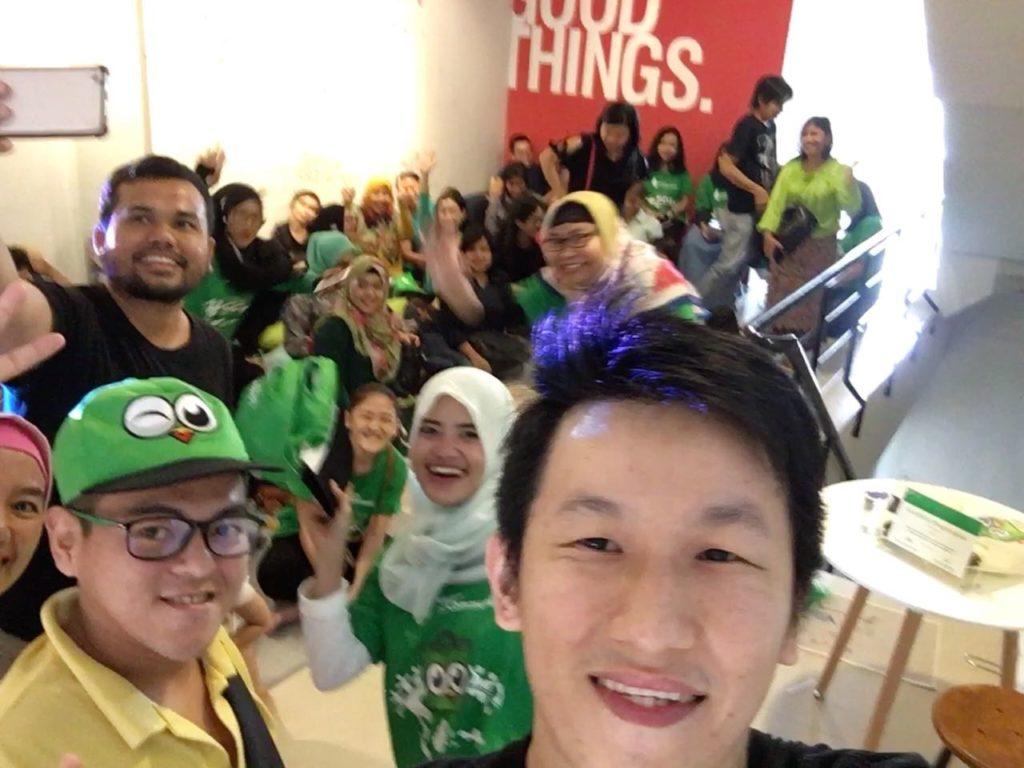 Selfie bersama peserta event Tokopedia di Batam